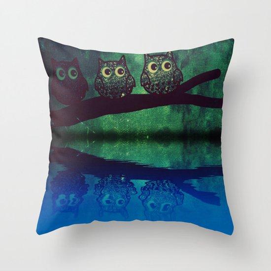 owl-77 Throw Pillow