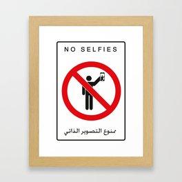 NO SELFIES   ممنوع التصوير الذاتي Framed Art Print