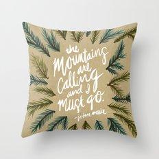 Mountains Calling – Kraft Throw Pillow