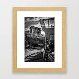 Cimetière de bateaux Framed Art Print