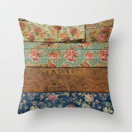Barroco Style Throw Pillow