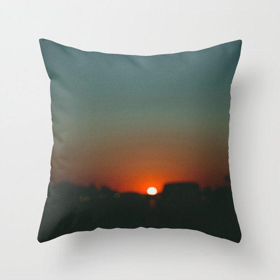 west at sunset Throw Pillow