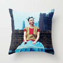 FRIDA IN NEW YORK Throw Pillow
