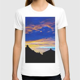 Beautiful Evening Red oVer Little Town Ultra HD T-shirt