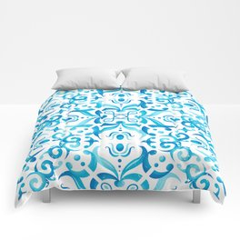 Traditional Seamless Mediterranean Ornament. Tile Pattern in Majolica Style Comforters