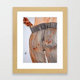 Se toca el culo para quitarse las medias. Framed Art Print