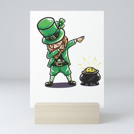 Funny Dabbing leprechaun graphic - perfect gift for St Patrick Mini Art Print
