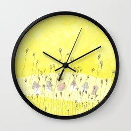Entre las flores Wall Clock