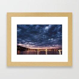 Algo nublado Framed Art Print