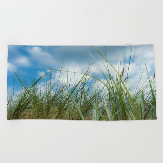 Dreaming in the grass pattern Beach Towel