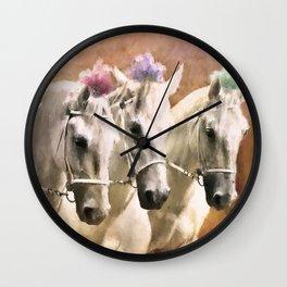 Chevaux Avec Des Plumes Wall Clock