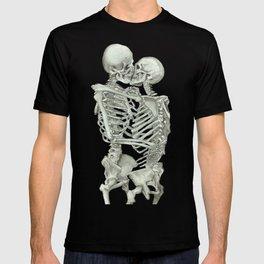 Valentine's Day Gift: Skeleton Kiss T-shirt