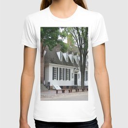 White Clapboard House - Colonial Williamsburg T-shirt