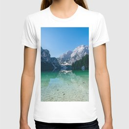 The Seekofel mountain reflected in the clear waters of Lake Braies T-shirt