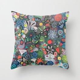 carré fleuri imaginaire 2 Throw Pillow