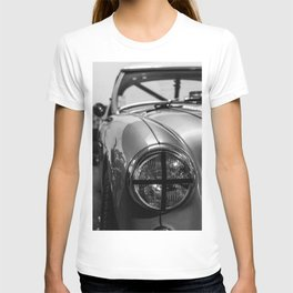 Black 'n White Racer / Classic Car Photography T-shirt
