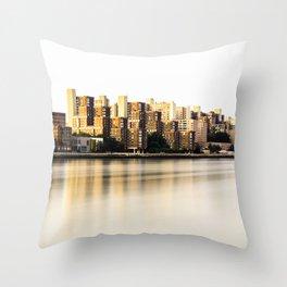 Roosevelt Island skyline Throw Pillow