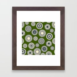 mandala cirque spot green Framed Art Print