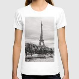 Eiffel Tower and boats on Seine river in Paris, France T-shirt