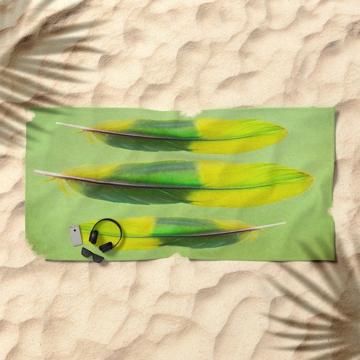 FEATHER FEATURE Beach Towel