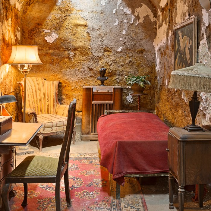 Al Capone's Luxurious Prison Cell Comforters