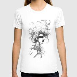 Cry- B&W // Fashion Illustration T-shirt