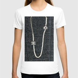vintage pearls necklace T-shirt