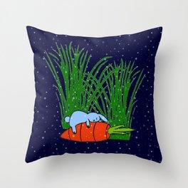 Bonne nuit petit lapin bleu  Throw Pillow