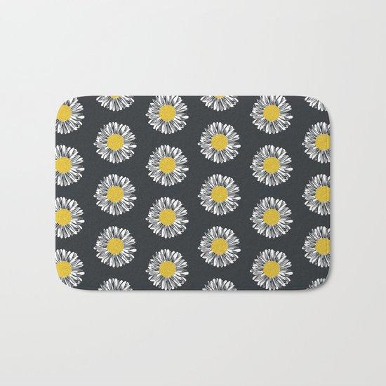 Daisy pattern basic flowers floral blossom botanical print charlotte winter dark color Bath Mat