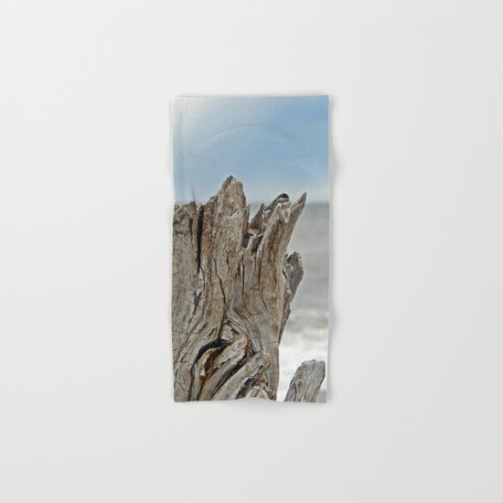 Looking past the Driftwood Hand & Bath Towel
