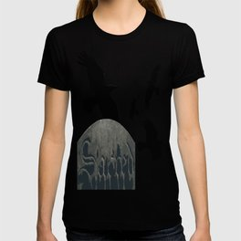 Sacred Gothic Text Gravestone With Crows and Ravens T-shirt