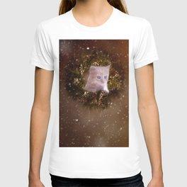Christmas kitten watching the snow T-shirt