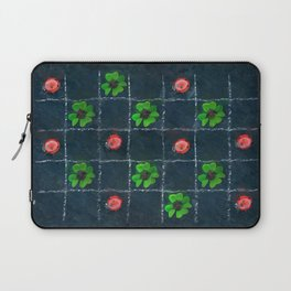Clover and ladybugs tic-tac-toe pattern Laptop Sleeve
