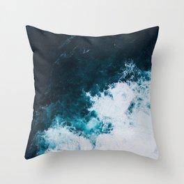 Wild ocean waves II Throw Pillow