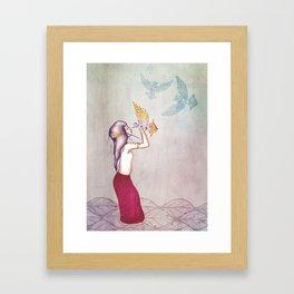 Nueva Mujer Framed Art Print