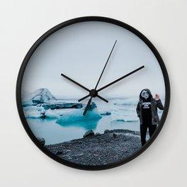 ALIENS IN ICELAND // Wall Clock