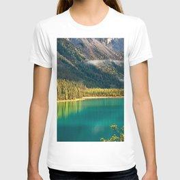 emerald lake forest yoho beautiful lake british columbia mountains canada T-shirt