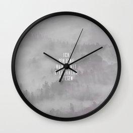 Mit Einhörnern fliegen Wall Clock