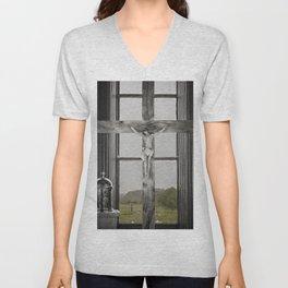 Christ on the cross Unisex V-Neck