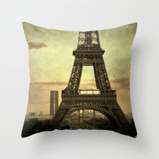 Mon Paris - La Tour Eiffel Throw Pillow