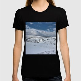 Snow in the peak district T-shirt