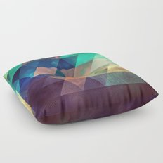 lytr vyk ryv Floor Pillow