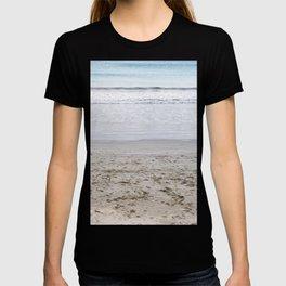 b e a c h T-shirt
