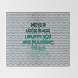 Never look back - Quote Throw Blanket