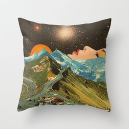 Face on the mountain Throw Pillow