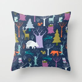winter woodland animals Throw Pillow