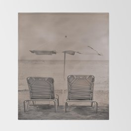 The loneliness of the deck chairs - La soledad de las tumbonas Throw Blanket