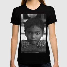Children eyes of the Vietnamese innocence T-shirt