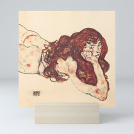 """Egon Schiele """"Auf dem Bauch liegender weiblicher Akt"""" Mini Art Print"""