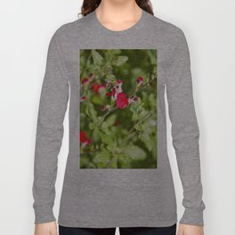 Busy bee in the flowers Long Sleeve T-shirt